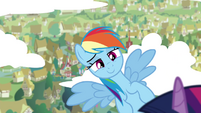 Rainbow smiling while flying S4E21
