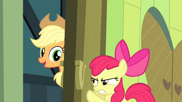 File:Apple Bloom tries to close the door S4E17.png