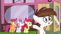 Pipsqueak pointing to the CMC S4E15