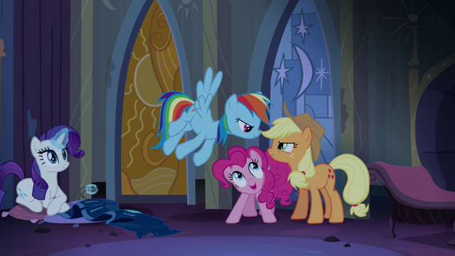File:Applejack and Rainbow Dash resume their rivalry S4E03.png