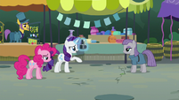 Rarity tells Maud to back up a little S6E3
