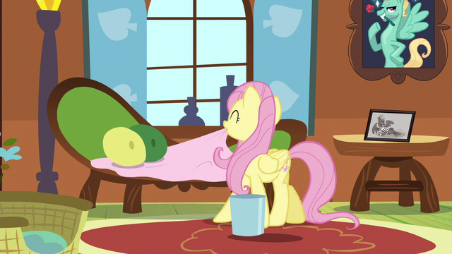 File:Fluttershy fixing the couch S6E11.png