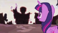 Twilight approaching the new Sugarcube Corner S5E25