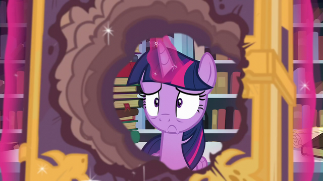 File:Twilight looking worried S6E2.png