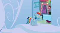 Rainbow opens her door and sees a party cannon S6E7