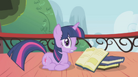 Twilight surprised by crash noise S1E04