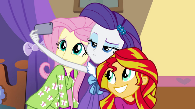 File:Fluttershy, Rarity, and Sunset take a selfie EG2.png