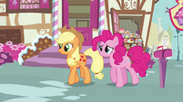 Pinkie Pie and Applejack walking S3E07