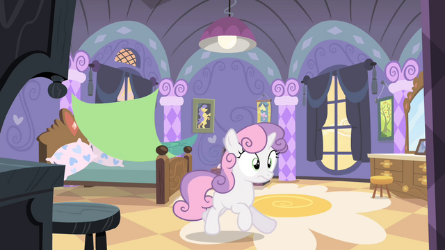 File:Sweetie Belle bolting out of bed S4E19.png