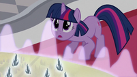 Twilight Looking at Celestia S3E1