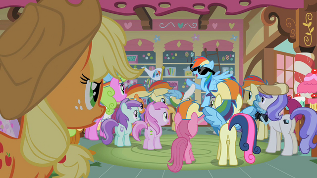 File:Applejack looking at famous Rainbow Dash S2E8.png