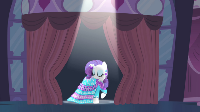 File:Curtain opens to reveal Rarity S4E13.png