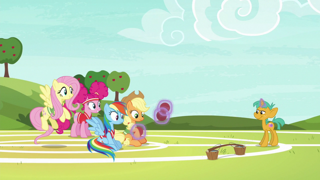 File:Snails returns softballs to Applejack S6E18.png