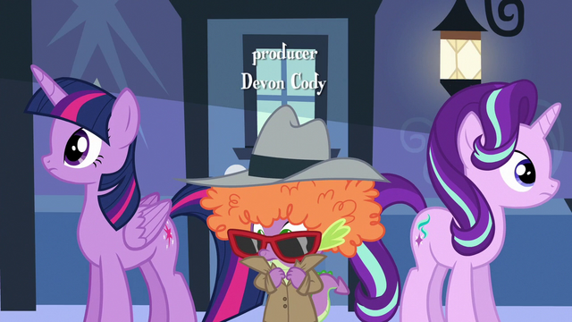 File:Twilight, Starlight, and Spike look around S6E16.png