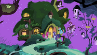 Fluttershy's friends enter Fluttershy's cottage S4E14