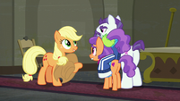 Applejack apologizes to the Stripes S6E9