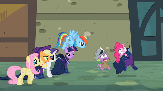 File:Spike & Pinkie scared S2E8.png
