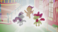 Cutie Mark Crusaders glowing bright S5E18
