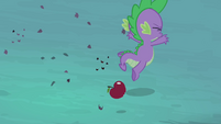 Spike trips over apple S4E07