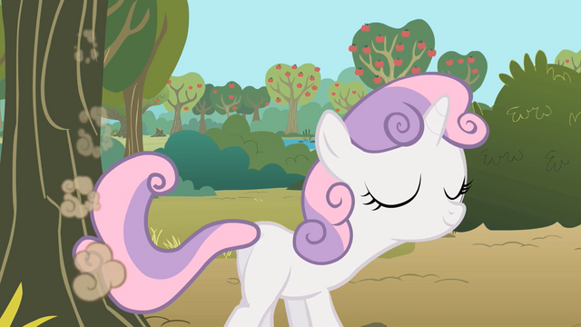 File:Sweetie Belle sweeping and humming S01E18.png