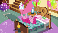 Pinkie on her bed S5E11