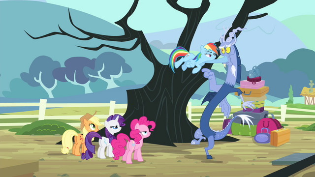 File:Rainbow closes Discord's mouth S4E11.png