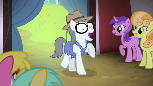 File:Silver Shill dancing while singing S4E20.png