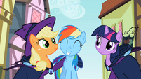 Happy Rainbow Dash S2E8