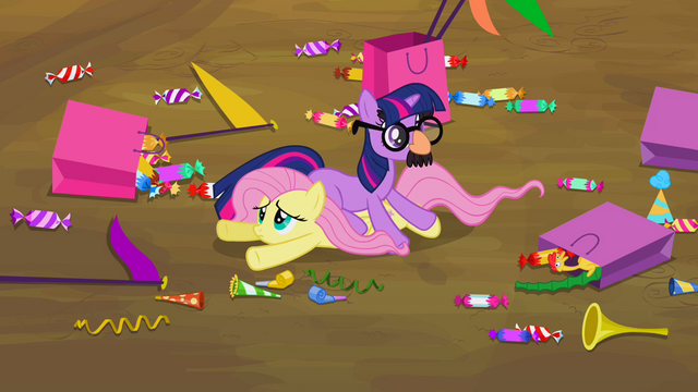 File:Twilight with glasses S2E20.png