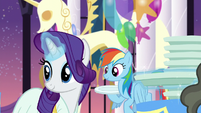 Rarity and Rainbow with their own plates S5E15