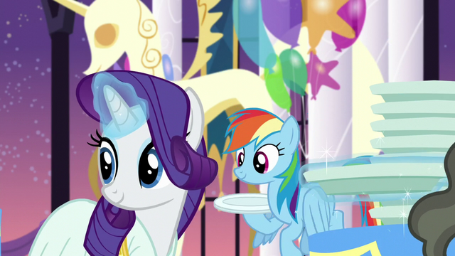File:Rarity and Rainbow with their own plates S5E15.png