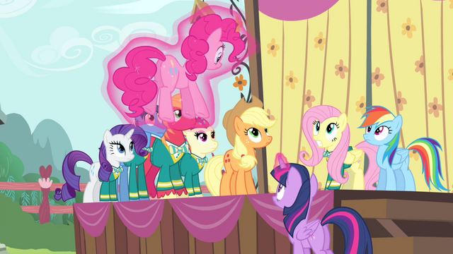 File:Twilight catches Pinkie with her magic S4E14.png