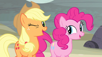 Applejack winks to Twilight S5E2