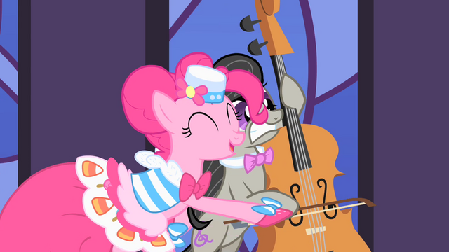 File:Pinkie Pie alarming Octavia S1E26.png