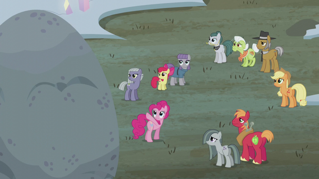File:Pinkie points to the top of Holder's Boulder S5E20.png