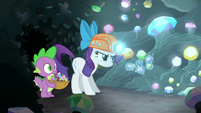 Rarity levitating the gems S6E5