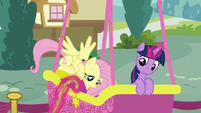 Fluttershy climbing into the balloon basket S5E23