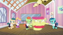 Dancing colt spins Apple Bloom around S6E4