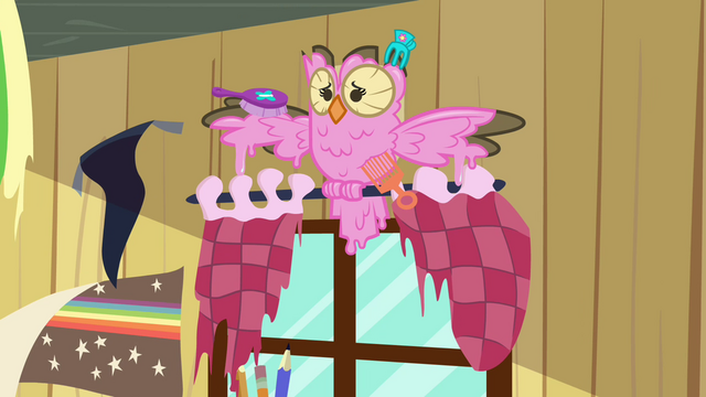 File:Owlowiscious with pink feathers S03E11.png