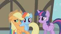 Twilight doesn't know what's going on S1E10