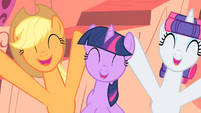 Applejack and Rarity yay! S1E08