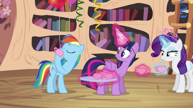File:Rainbow Dash drinking punch S4E04.png
