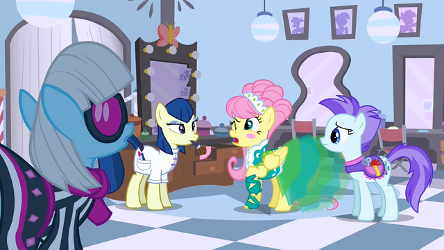 File:Fluttershy is about to sneeze S01E20.png