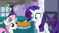 Sweetie Belle holding a pie S2E5