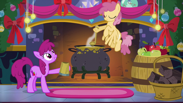 File:Ponies 'So busy making merry' S06E08.png