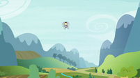 Derpy the mailmare flying into view S6E25