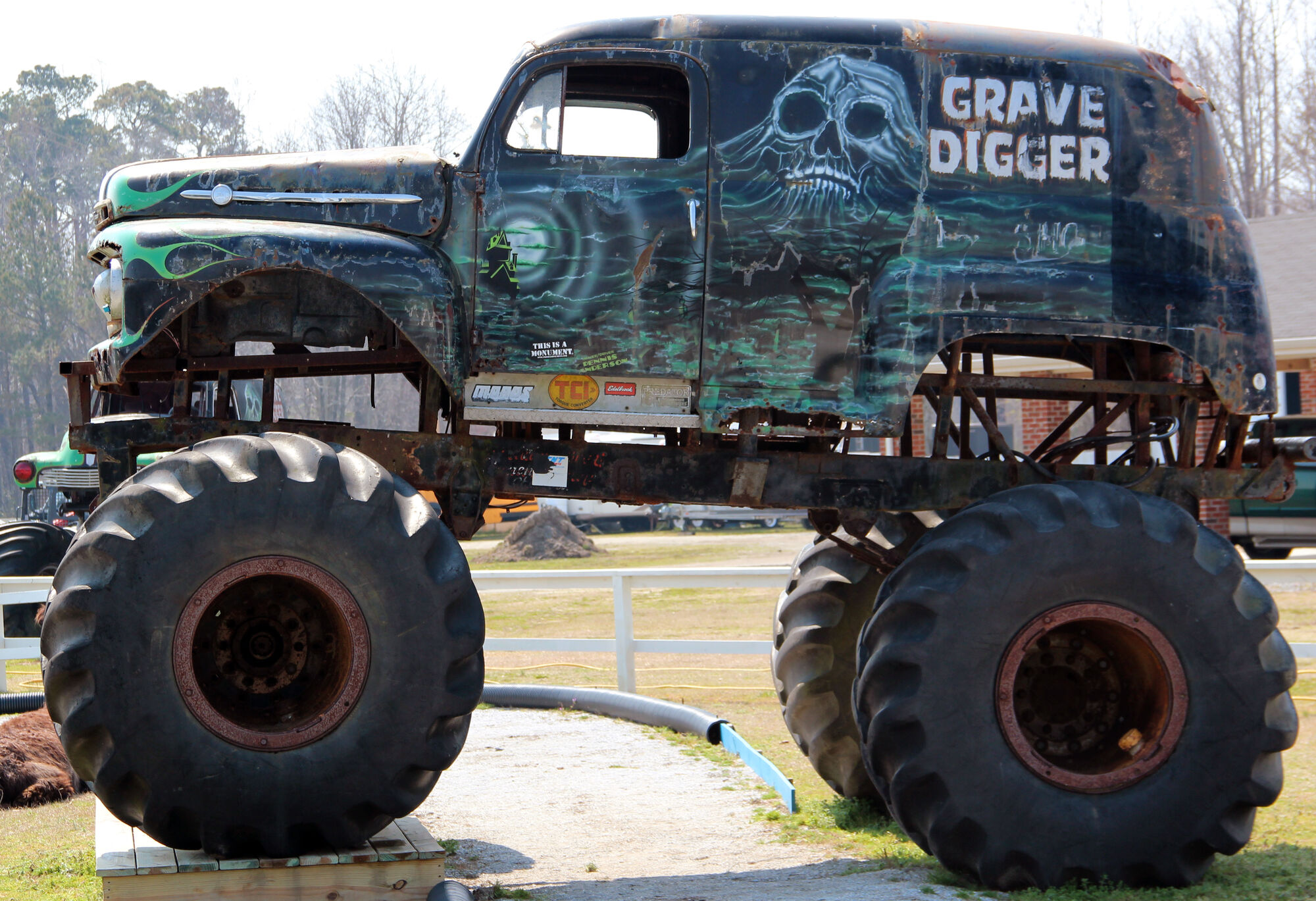 grave digger 1 monster trucks wiki fandom powered by wikia. Black Bedroom Furniture Sets. Home Design Ideas
