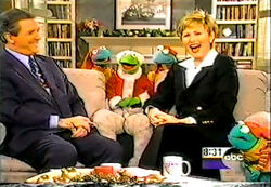 GMA-SantaKermit&FrogElves(1997-12-23)