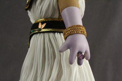 Famous Femmes du Histoire Cleopatra 05 hand detail