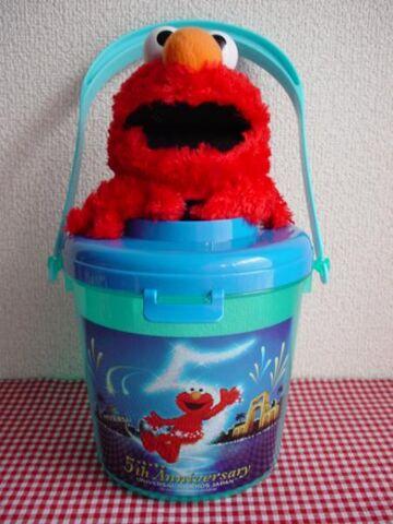 File:Elmo5bucket.jpg